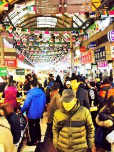 韓国ソウル広蔵市場 八百屋の売り場作り