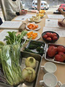 八百屋の九ちゃんスタッフ勉強会でした。1月~5月は中晩柑について学び中です♪
